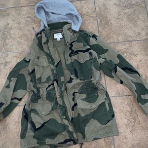 Camouflage utility jacket with removable hood